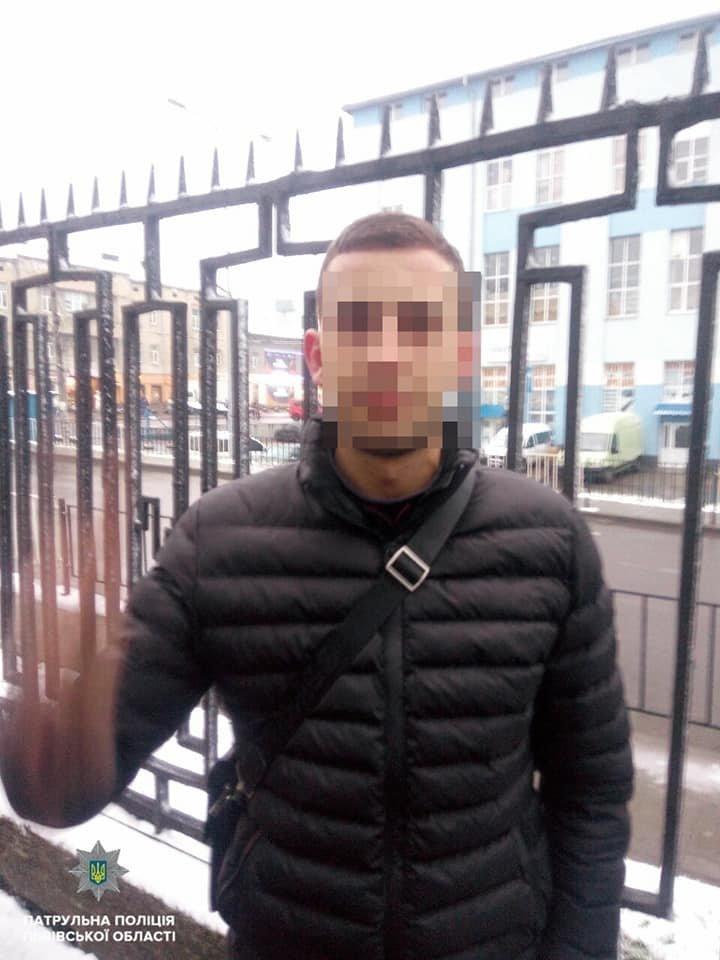 20-річний нетверезий львів'янин влаштував стрілянину на автовокзалі: подробиці, - ФОТО, фото-1, Фото прес-служби патрульної поліції Львівщини