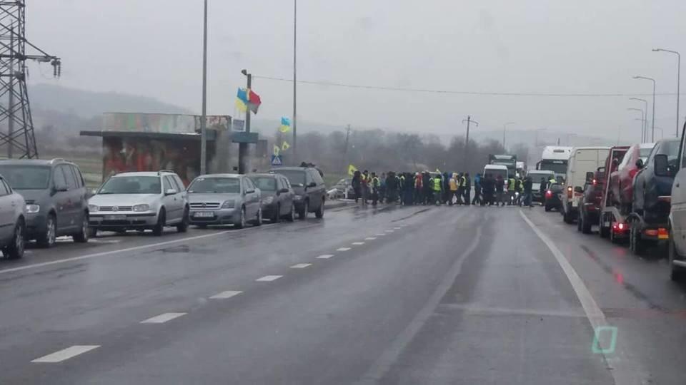 Акція протесту у селі Розвадів на Львівщині, Фото прес-служби патрульної поліції Львівської області