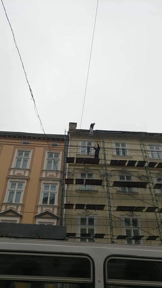У Львові через турка, який погрожував вчинити самогубство, перекривали рух транспорту на площі Ринок, - ФОТО, фото-4, Фото: Варта-1