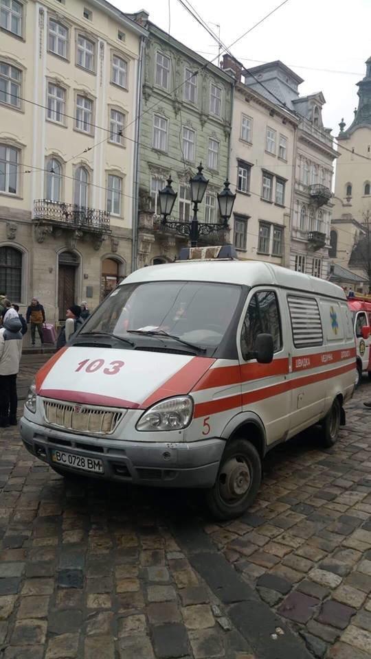 У Львові через турка, який погрожував вчинити самогубство, перекривали рух транспорту на площі Ринок, - ФОТО, фото-5, Фото: Варта-1