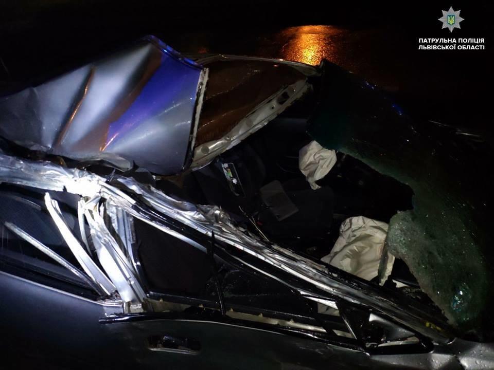 Вночі на Сихові п'яний водій автомобіля Honda в'їхав у фуру та втік. Фото з місця аварії, фото-3, Фото: патрульна поліція Львівщини