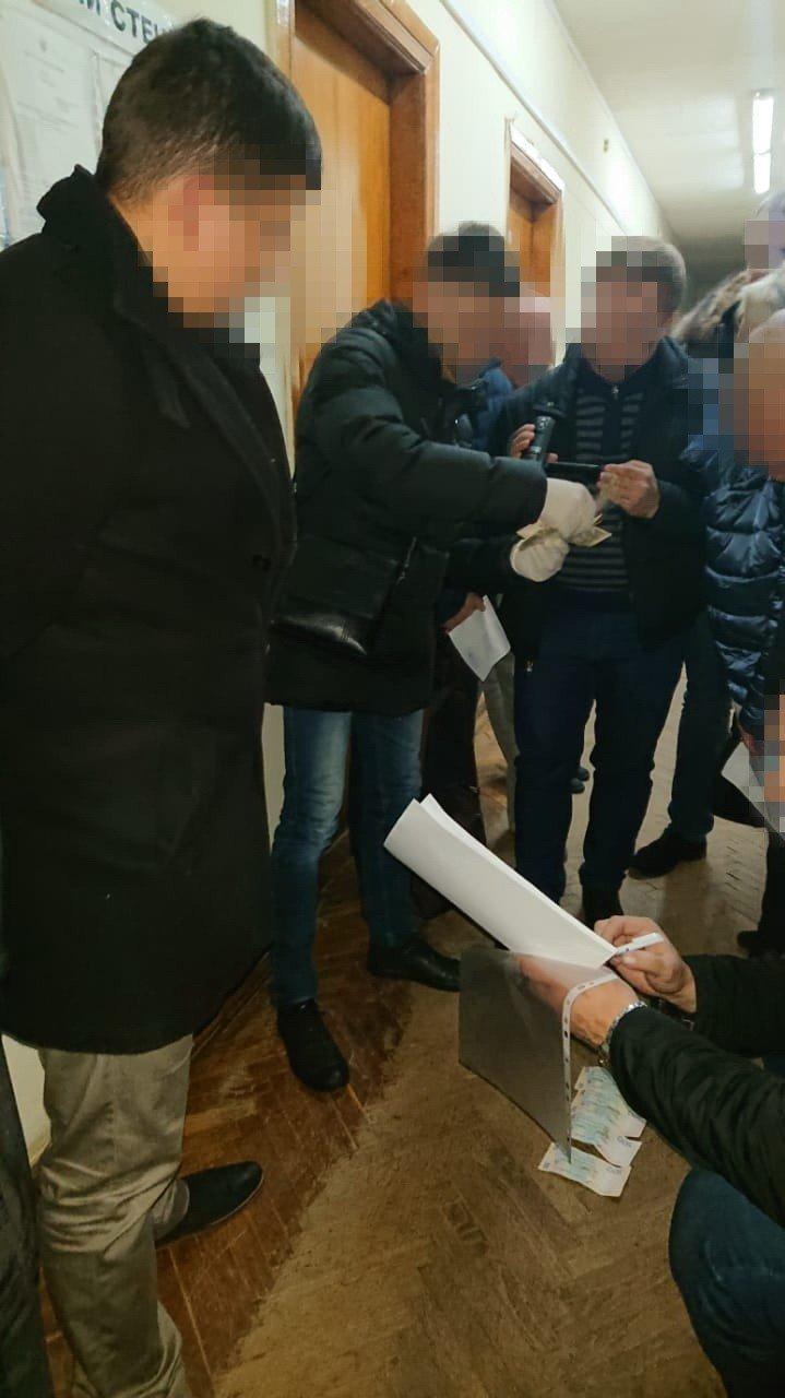 На Львівщині на хабарі у 12 тисяч гривень затримали начальника райвідділу виконавчої служби, - ФОТО, фото-3, Фото прес-центр СБУ