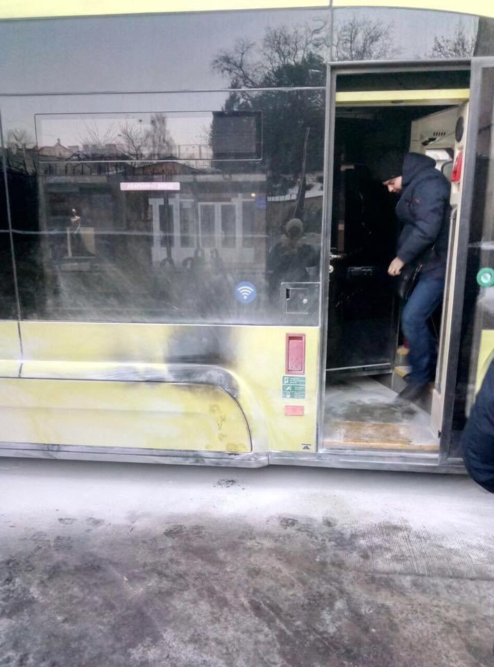 """У центрі Львова під час руху задимівся трамвай """"Електрон"""", - ФОТО, фото-2, Фото: Варта-1"""