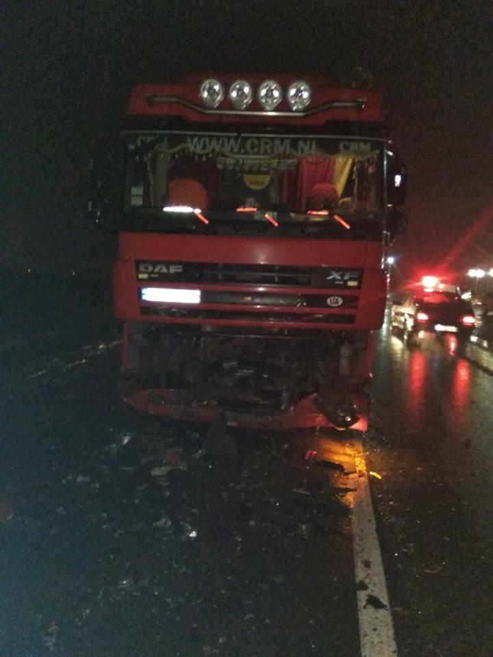 На Львівщині легковик зіткнувся з вантажівкою: є загиблі. Фото з місця аварії , фото-2, Фото: Радехів online/Facebook.com
