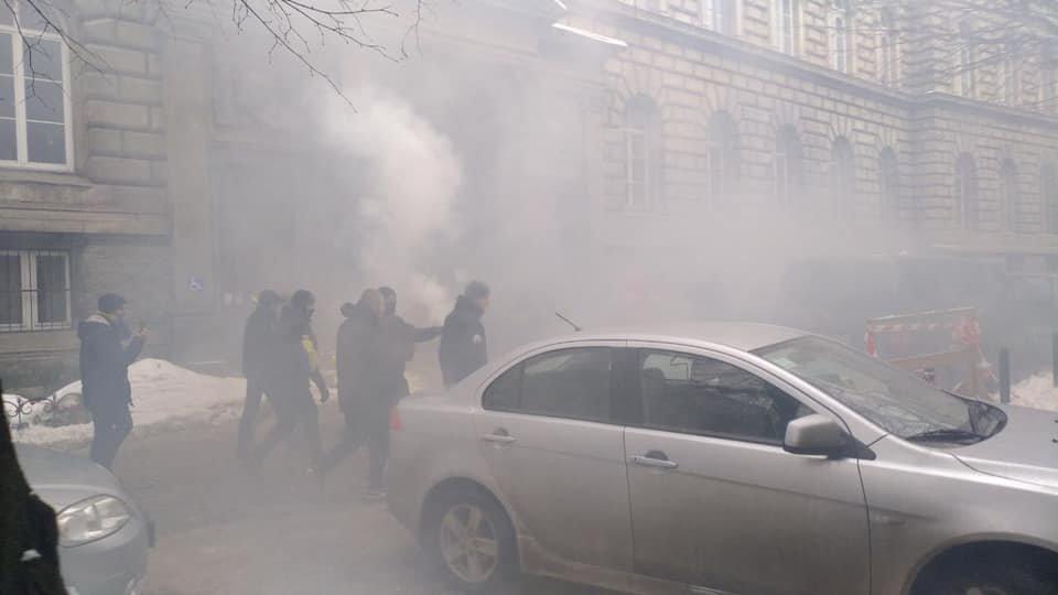 У центрі Львова пікетувальники запалили димові шашки, - ФОТО, фото-5, Фото: Ігор Зінкевич/Facebook.com