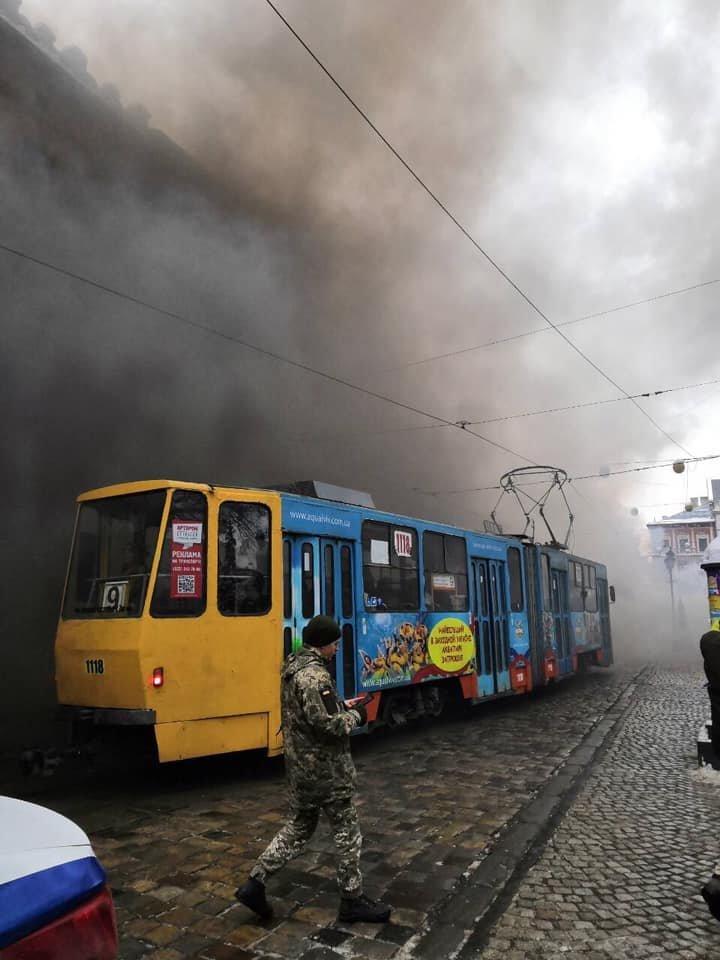 У центрі Львова пікетувальники запалили димові шашки, - ФОТО, фото-2, Фото: Ігор Зінкевич/Facebook.com