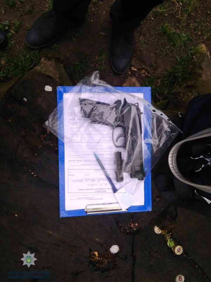 У Львові грабіжник з пістолетом напав на перехожого, фото-1