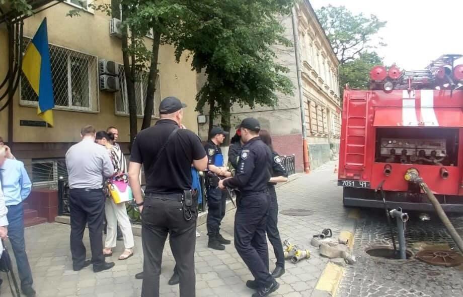 У Львові перевіряють повідомлення про замінування суду на вулиці Личаківській, фото-1