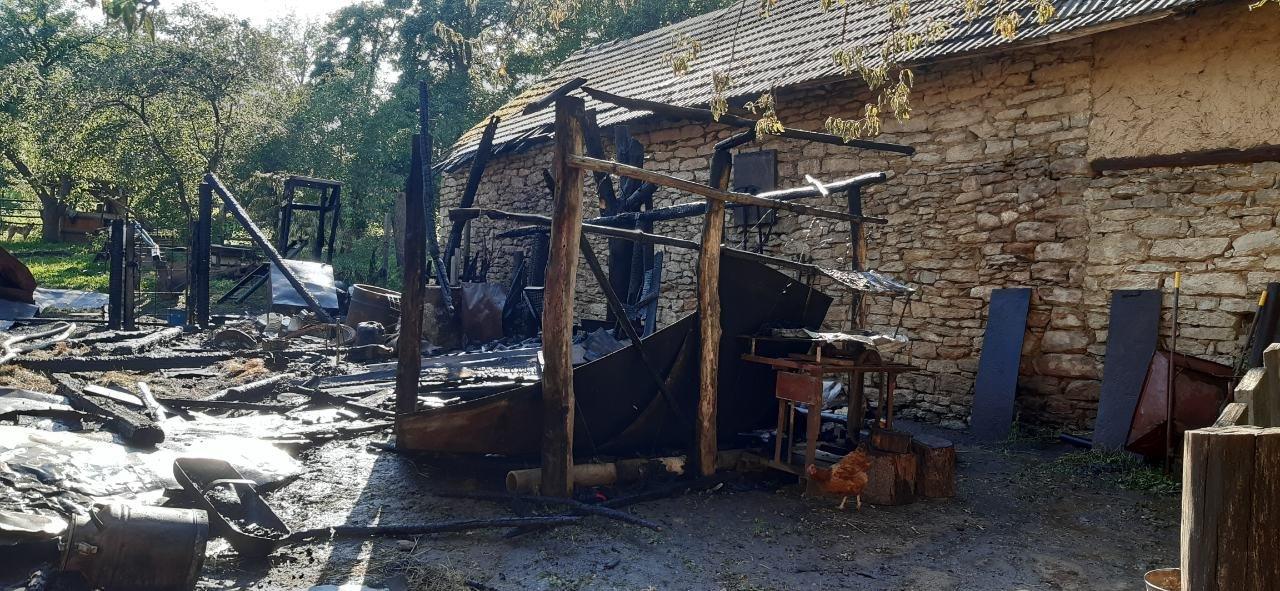 На Львівщині обгорів чоловік, який намагався самостійно погасити пожежу, фото-1