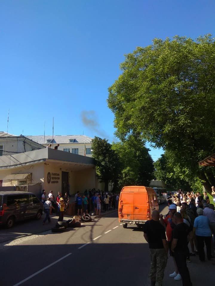 У Винниках СБУ перевіряє Тютюнову фабрику, фото-1
