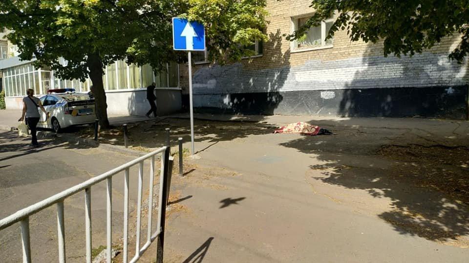 На вулиці Любінській у Львові жінка випала із вікна на 9 поверсі, фото-1