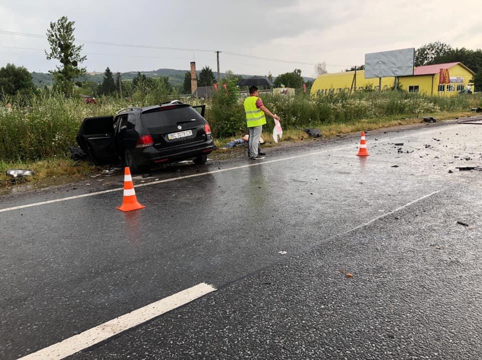 На Львівщині внаслідок зіткнення з вантажівкою загинув водій Volkswagen Golf, - ФОТО, фото-2, Фото: zolochiv.net та Ігор Зінкевич/Facebook.com