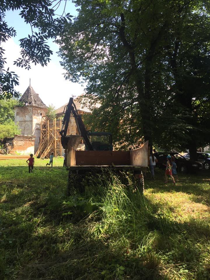 У Поморянському замку розібрали завали та облагороджують територію, - ФОТО, фото-4