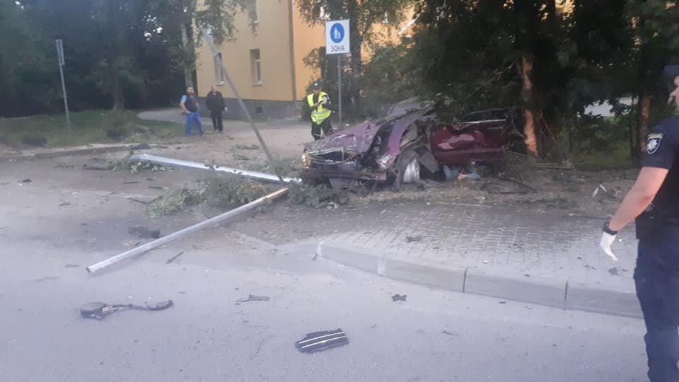 Молода водійка іномарки розбилася на смерть в'їхавши в дерево, - ФОТО , фото-6