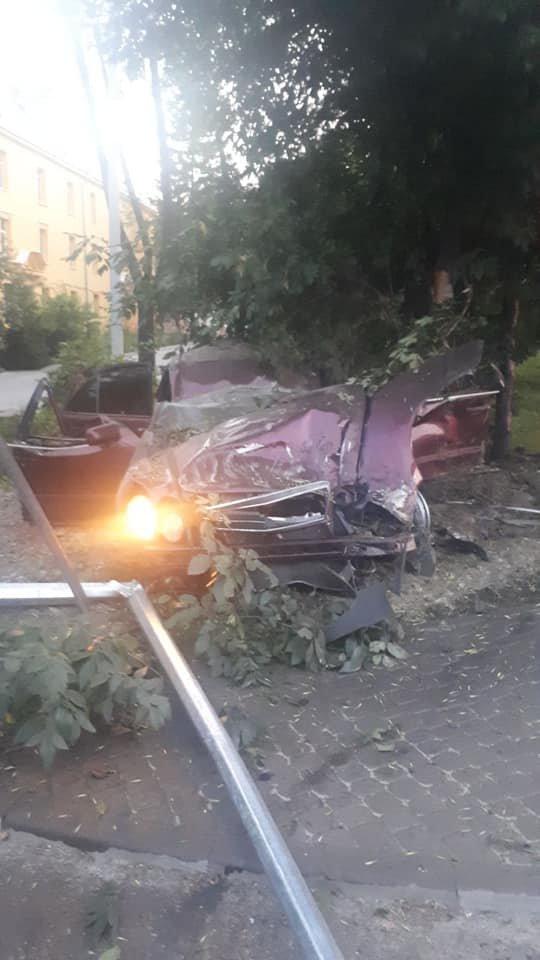 Молода водійка іномарки розбилася на смерть в'їхавши в дерево, - ФОТО , фото-3