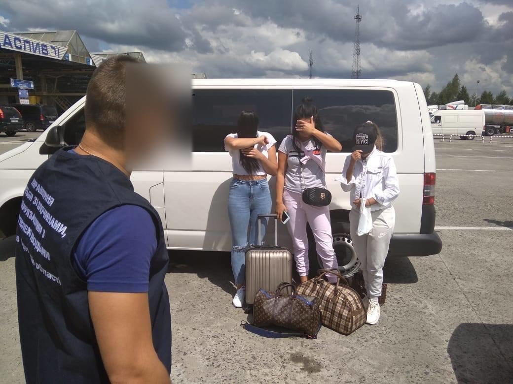 На Львівщині затримали бельгійця, який намагався вивезти українок в сексуальне рабство, - ФОТО, фото-3