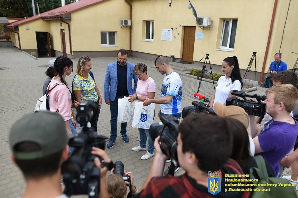 Як у Львові відомі спортсмени допомагали безпритульним тваринам, - ФОТО, фото-4