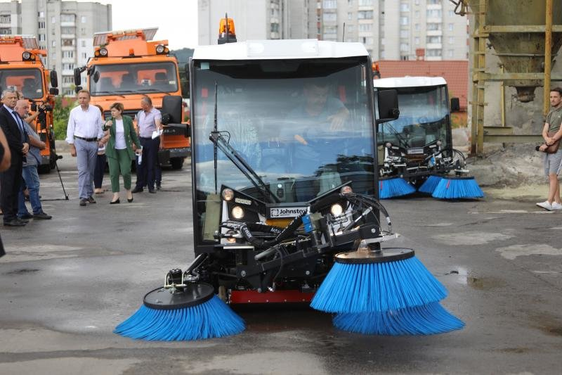 Львів закупив нову техніку для прибирання міста за 40 млн грн, - ФОТО, фото-1