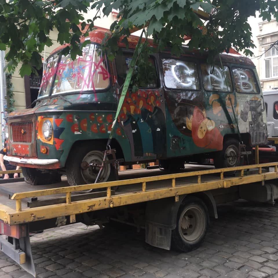 У Львові забрали популярний кольоровий бусик з площі Коліївщини , фото-1