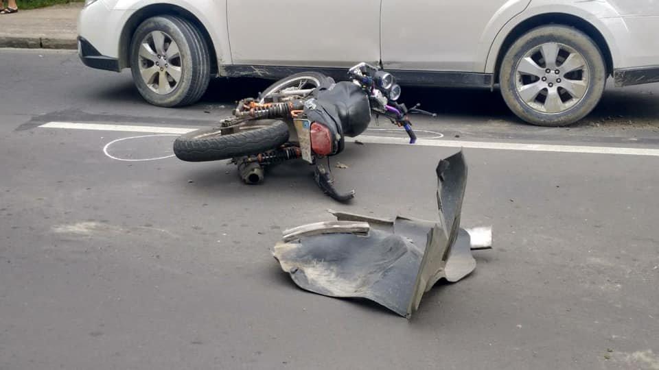 У Львові не розминулися легковик та мотоцикл. Фото з місця аварії, фото-1, Фото: Ігор Зінкевич/Facebook.com