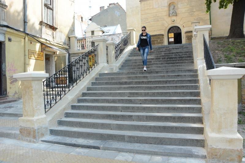 Львівські та німецькі студенти відновили сходи на площі Осмомисла, фото-1