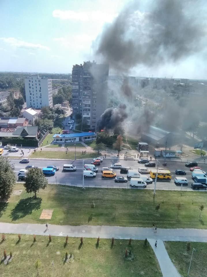 Пожежа у Львові: горів МАФ на Стрийській, - ФОТО, фото-1