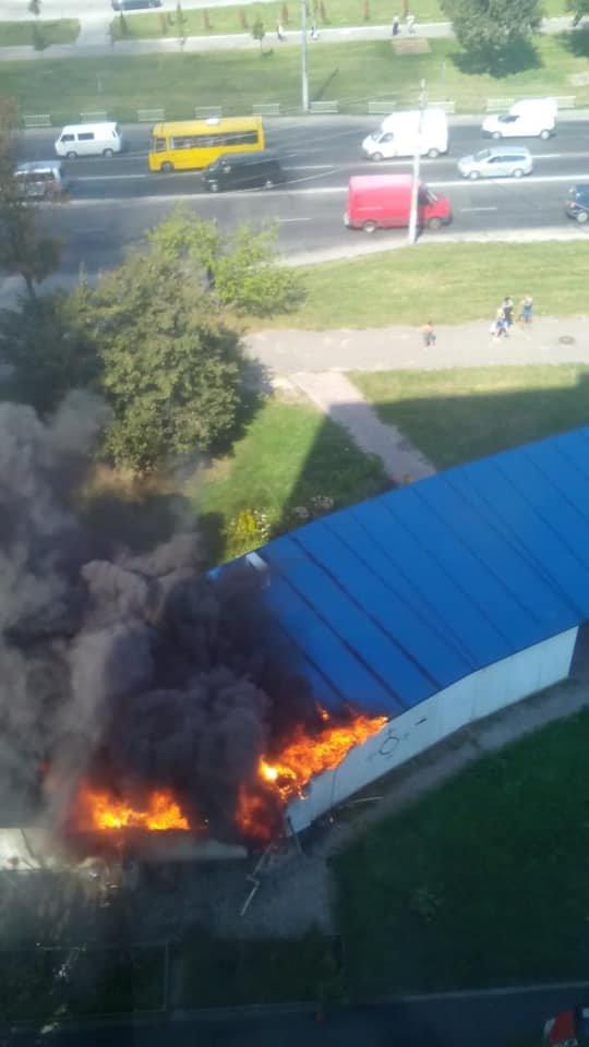 Пожежа у Львові: горів МАФ на Стрийській, - ФОТО, фото-4