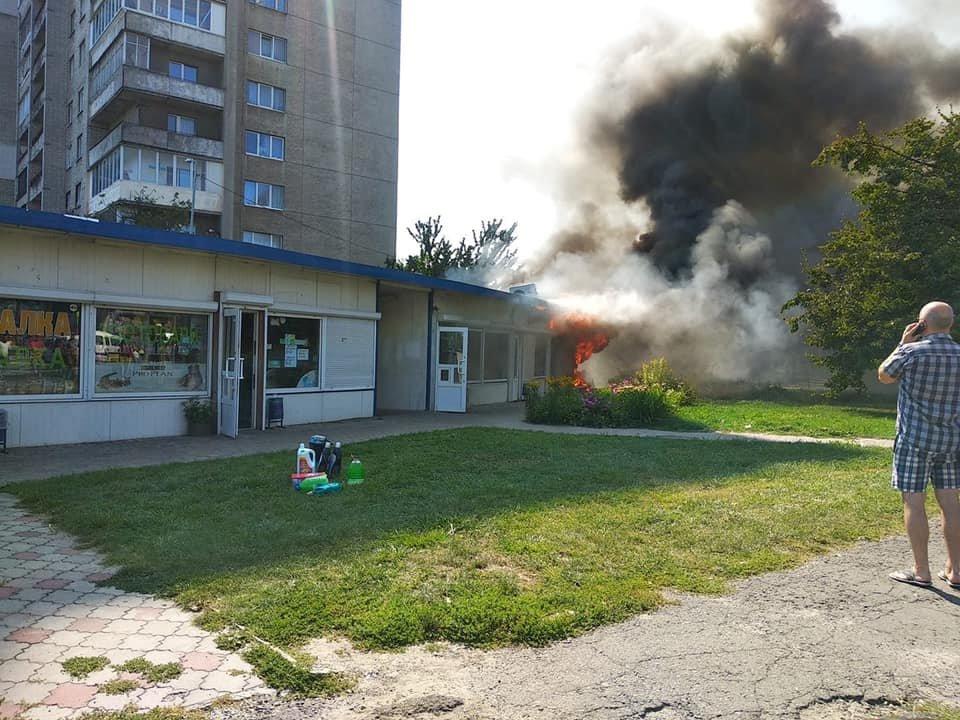 Пожежа у Львові: горів МАФ на Стрийській, - ФОТО, фото-2