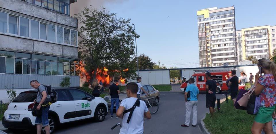 Пожежа у Львові: горів МАФ на Стрийській, - ФОТО, фото-3