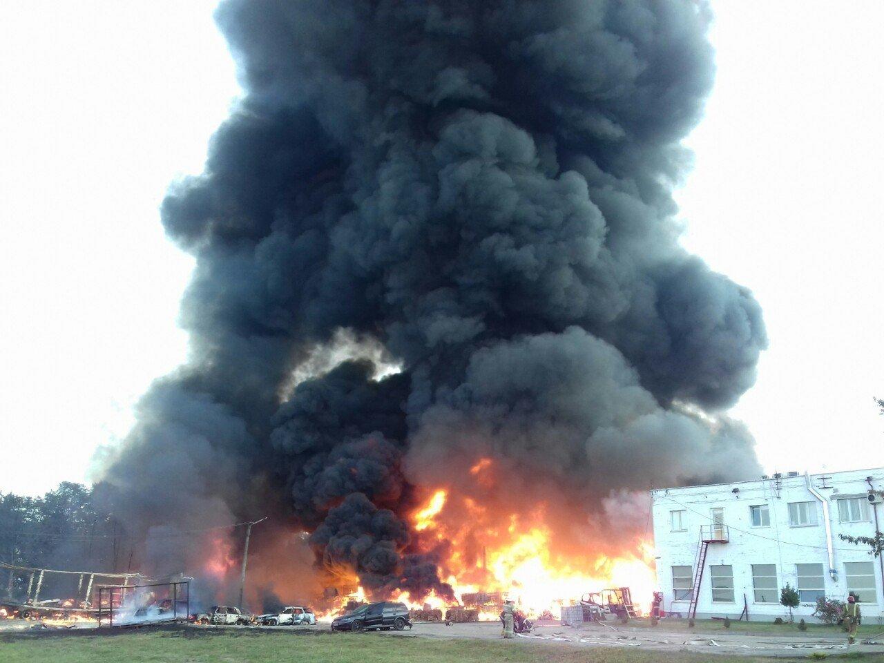 Масштабна пожежа біля Львова: горіли виробничі приміщення, - ФОТО, ДОПОВНЕНО, фото-1