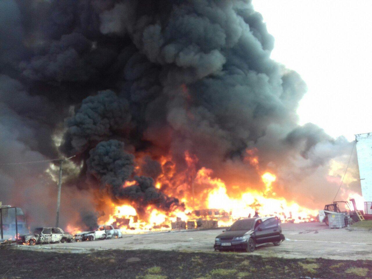 Масштабна пожежа біля Львова: горіли виробничі приміщення, - ФОТО, ДОПОВНЕНО, фото-2