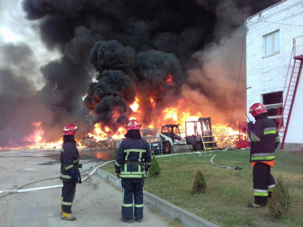 Масштабна пожежа біля Львова: горіли виробничі приміщення, - ФОТО, ДОПОВНЕНО, фото-4