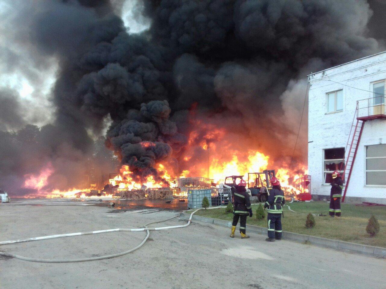Масштабна пожежа біля Львова: горіли виробничі приміщення, - ФОТО, ДОПОВНЕНО, фото-3