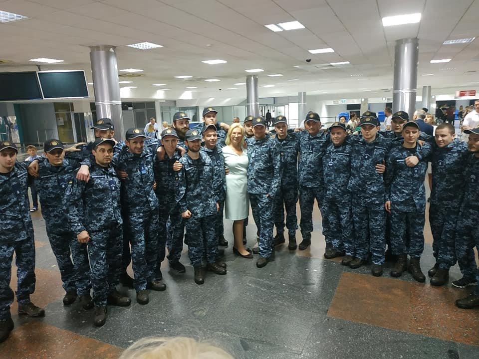 Зустріч полонених в аеропорту, фото Людмила Денісова