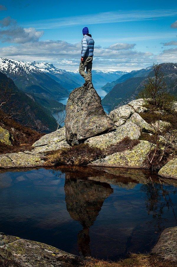 Фотограф на камені на горі Eidesnuten