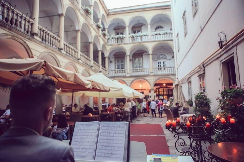 Фото: Італійський дворик, фейсбук