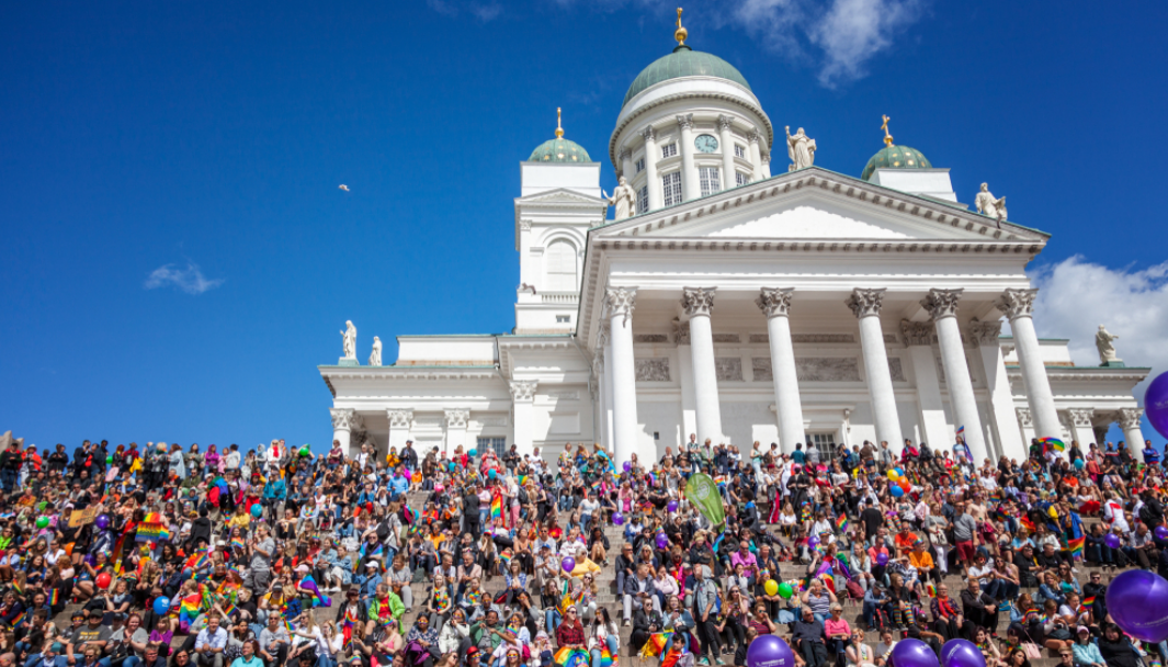 Церква у Фінляндії, яка долучилась до гей-параду в Гельсінкі / фото: vokrugsveta.ua