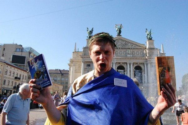 Костя Грек у своєму образі/фото Vorobus.com