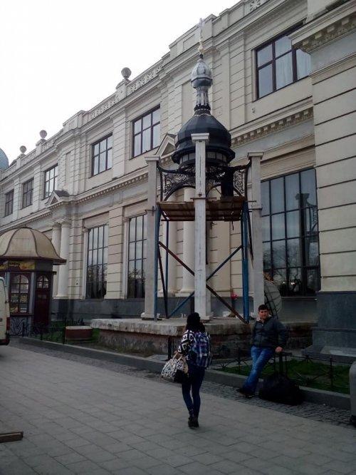 біля головного вокзалу Львова встановлюють каплицю з Богородицею/фото Дем'яна Данилюка