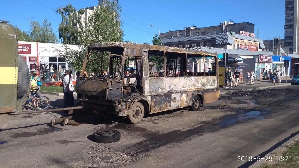 Автобус №42, фото: Варта-1