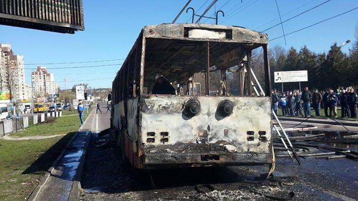 Фото: ДСНС, тролейбус №13