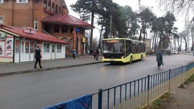автобус №52 в Рудному/фото Мирослава Данилківа