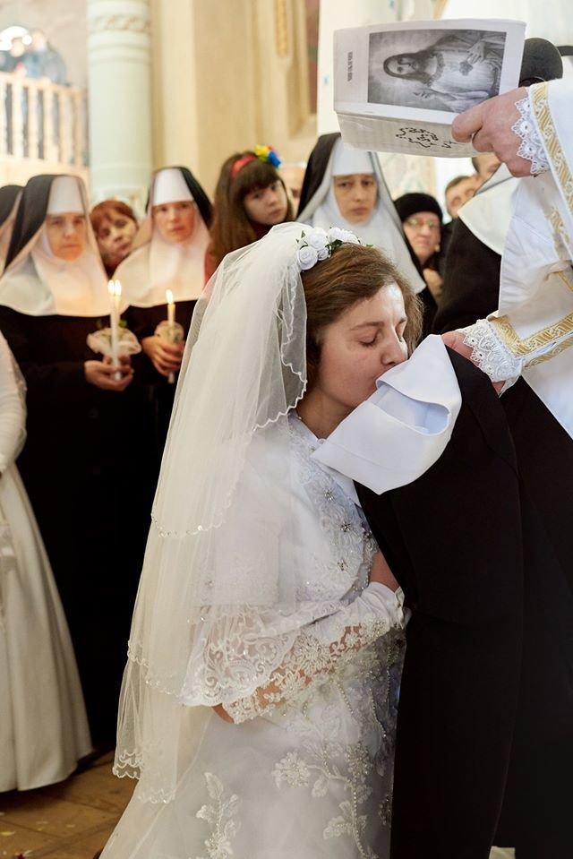 """Фото: """"заручини"""" дівчини з Ісусом/ Михайло Балушка"""