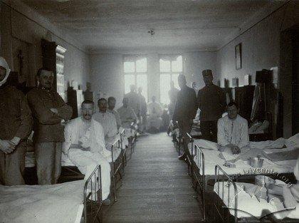 Шпиталь Червоного Хреста у Львові, де керував Поратинський