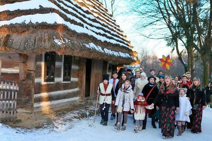 Фото: святкування у Шевченківському Гаю / dyvys.info