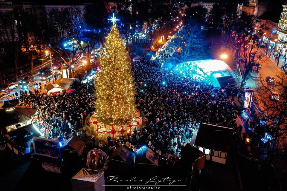 Фото: Новорічна площа перед Оперним театром / Руслан Литвин