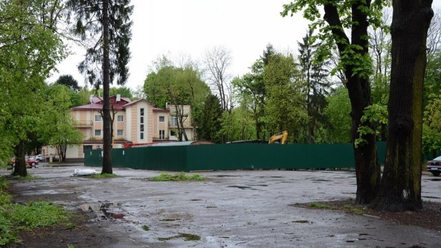 Стрийський парк, забудова, Назар Леб'як