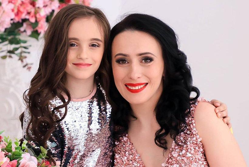 Наталя Вороняк з донькою, фото надане в/ч 3002
