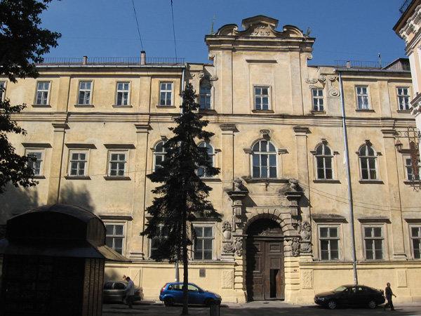 Єзуїтська колегія у Львові, фото з Вікіпедії