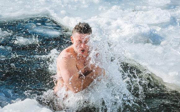 Фото: купання в ополонці / firtka.if.ua